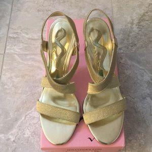 NEW ❤️ Nina gold strappy heels 7